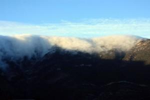 горы крым облака
