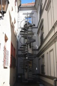 Старая рига лестница в окно