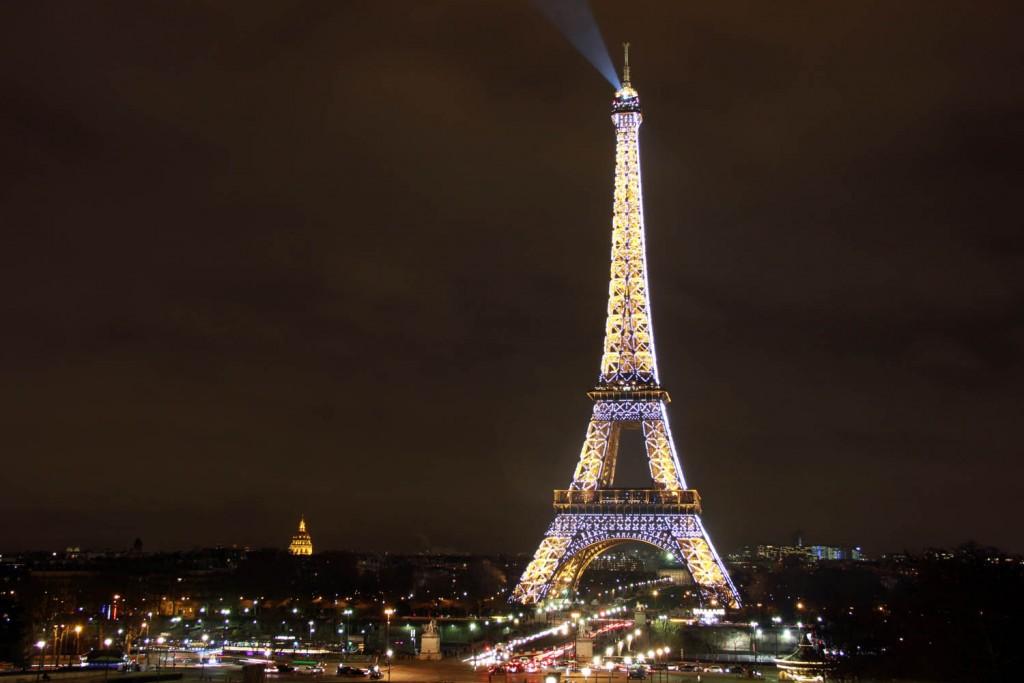 эйфелева башня ночью подсветка