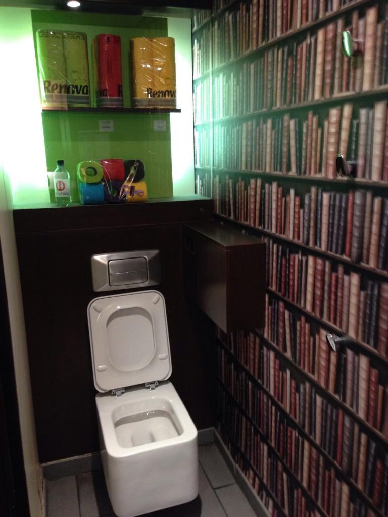 туалет лувр париж