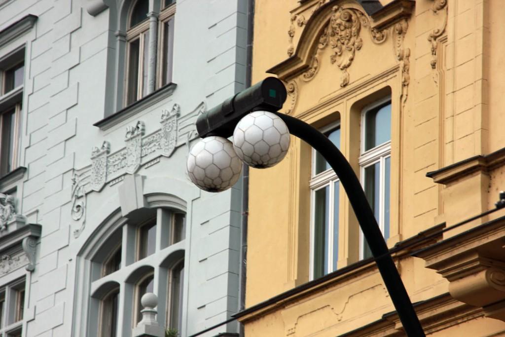 фонари как футбольные шары