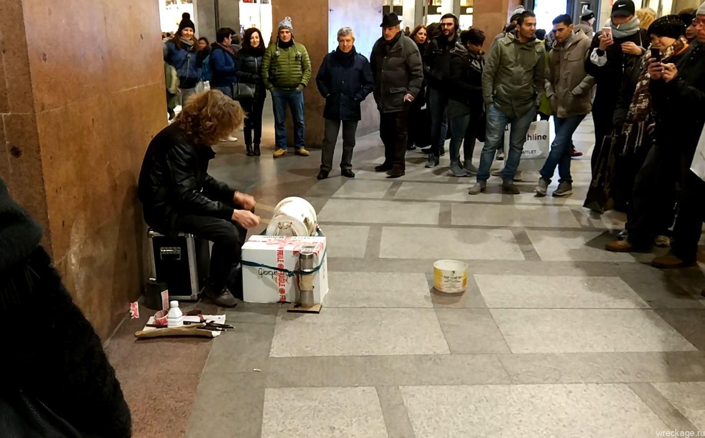 уличный музыкант милан