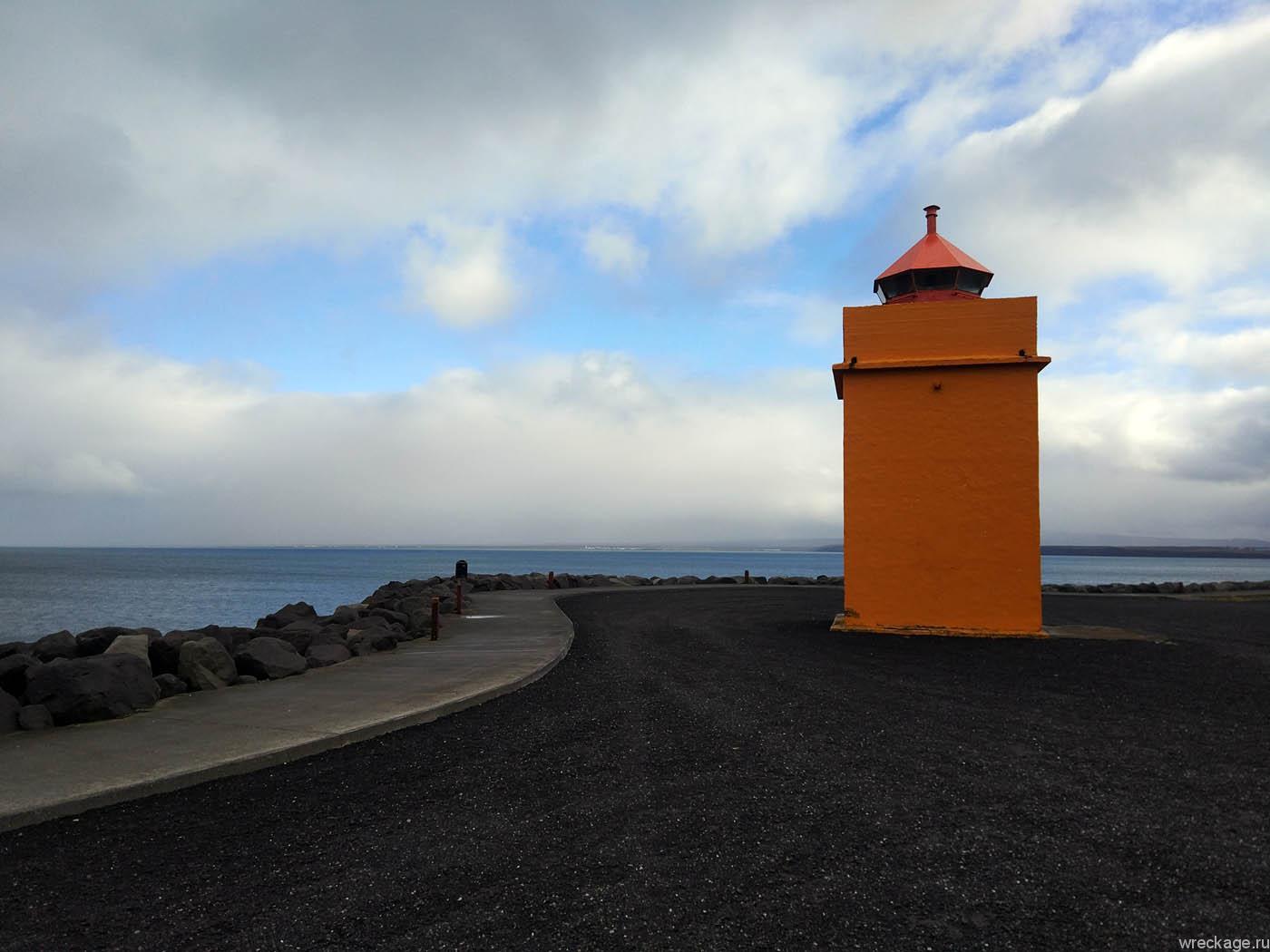 оранжевый маяк кефлавик