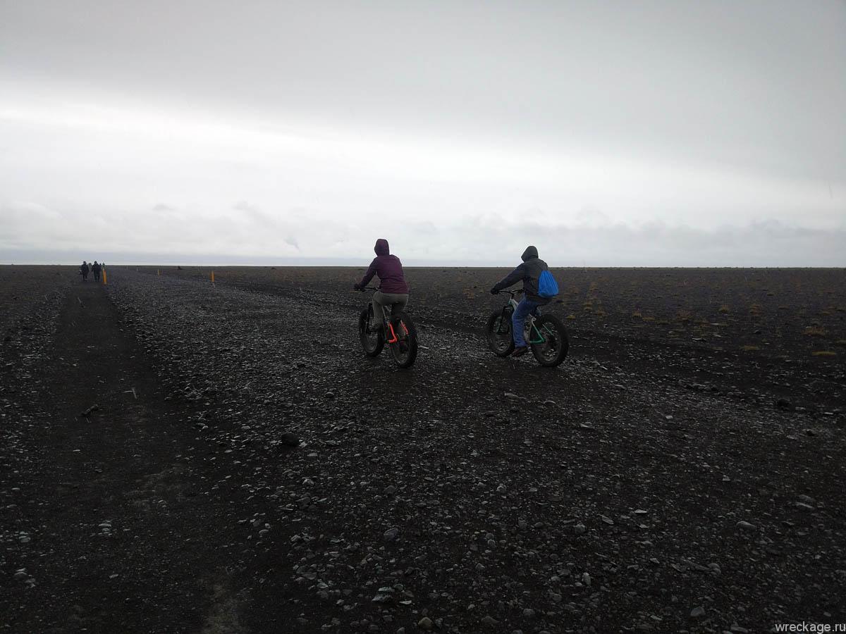 дорога к самолёту в исландии чёрные пляжи