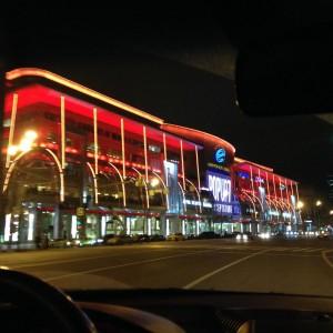 Ночной европейский ТЦ