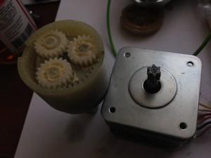 шаговый двигатель + редуктор