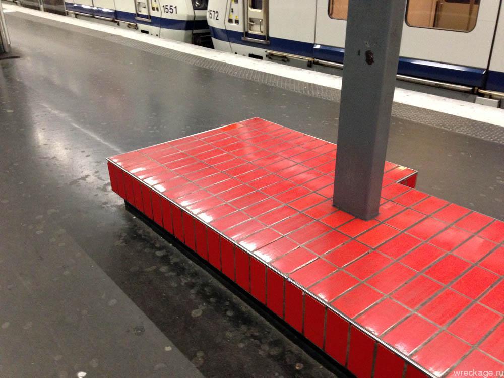 сидения в метро парижа