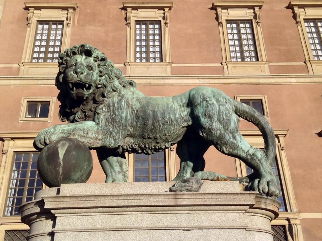 лев в королевским дворце