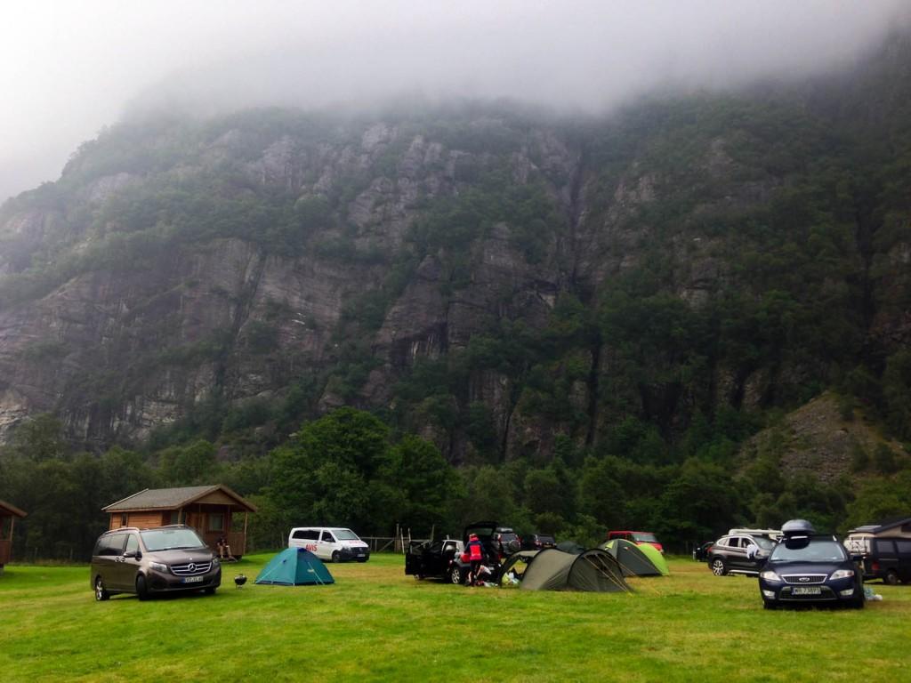 лагерь lysebotn утром
