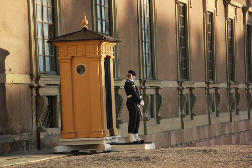 охранники королевского дворца стокгольм