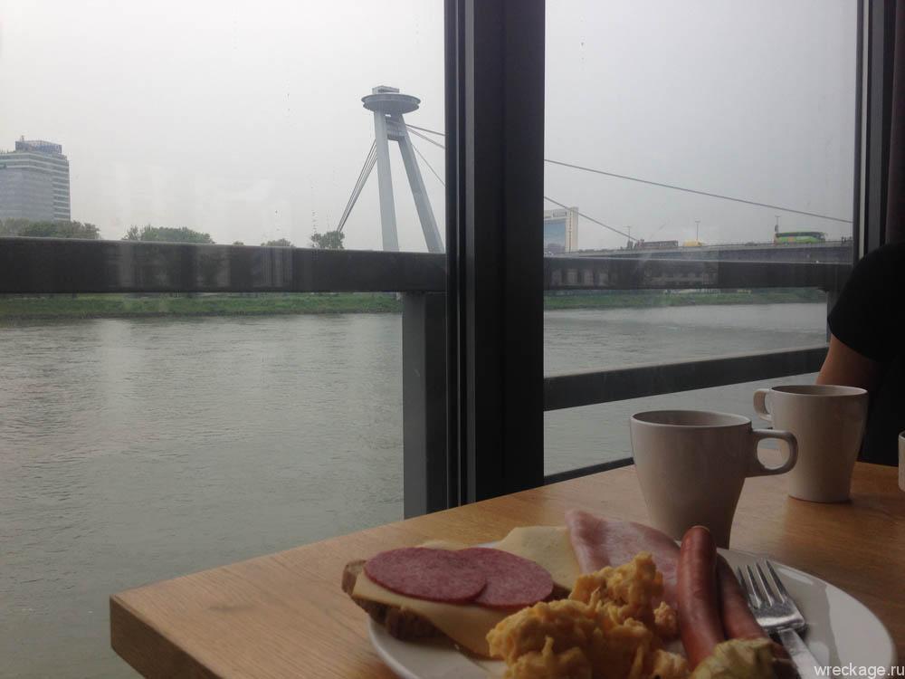 Завтрак с видом на мост СНП