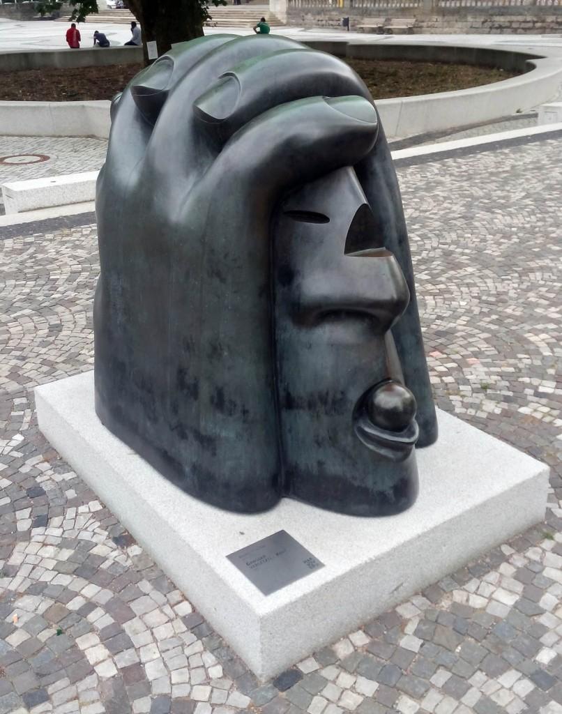 «Большая раненая голова» - памятник в ганновере