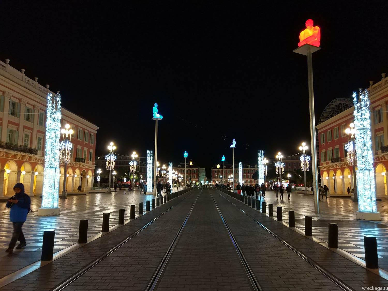 Площадь Массена, светящиеся скульптуры