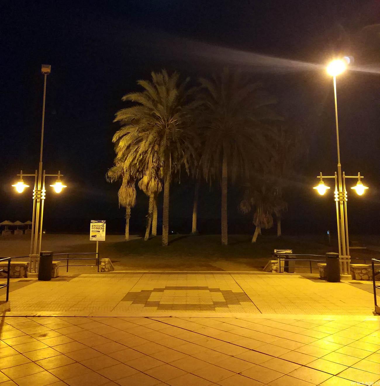 ночной пляж Малаги