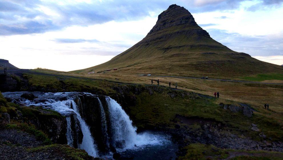 Керид – кратерное озеро и самая фотогеничная гора Исландии – Киркьюфетль