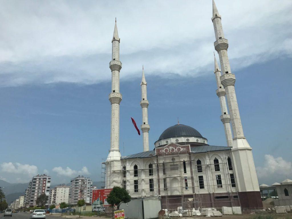 мечеть в турции на дорогах