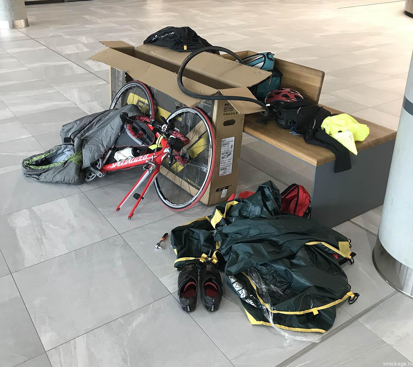 зона сборки велосипеда после перелёта
