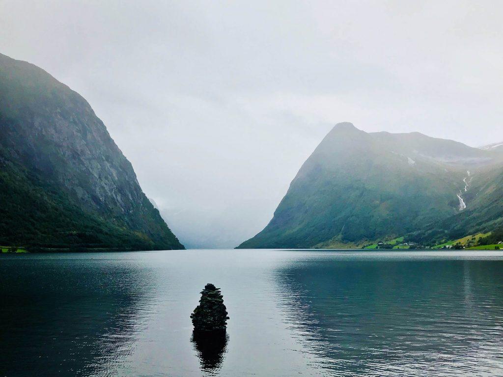 Норвегия озеро красота горы