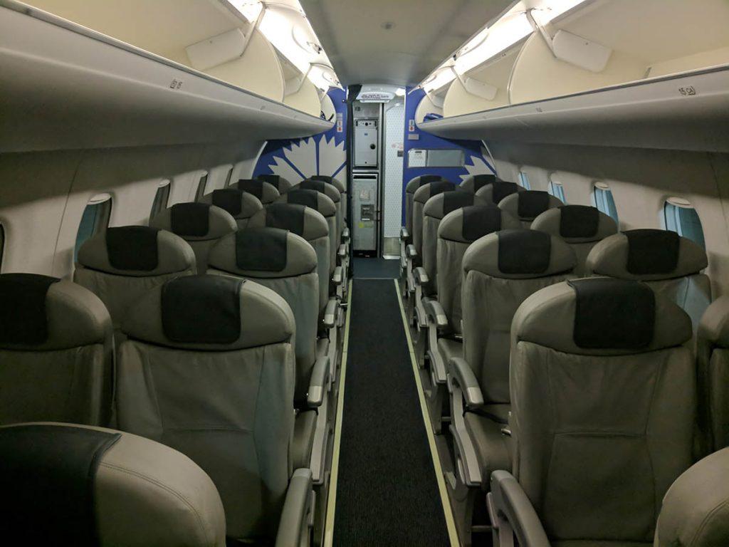салон самолёта ембраер