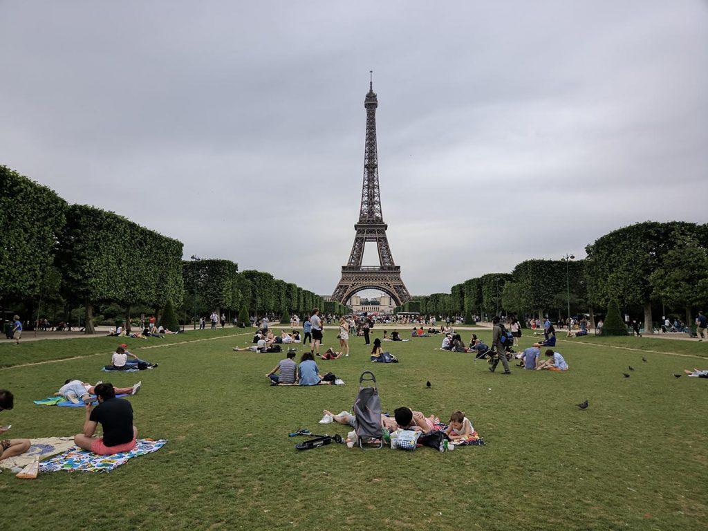 Париж поле лето башня