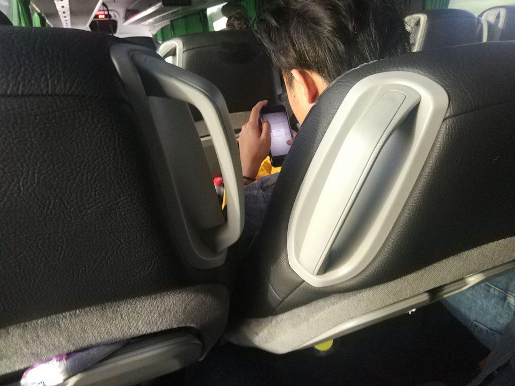наглый человек в автобусе